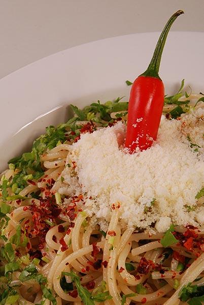 spaghetti aglio ,olio e peperonccino 1